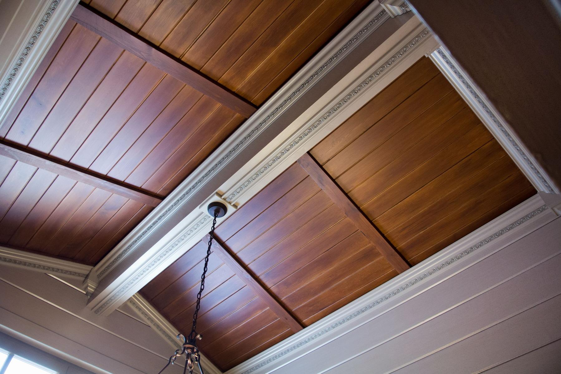 Карниз для деревянной панели